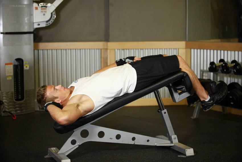 Скручивания на римском стуле: описание упражнения с фото, пошаговая инструкция выполнения и проработка мышц тела