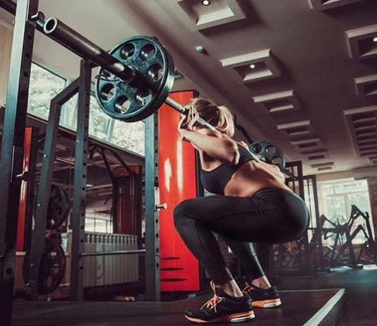 Приседания со штангой на плечах. универсальное упражнение, которое круто растит мышцы ног!