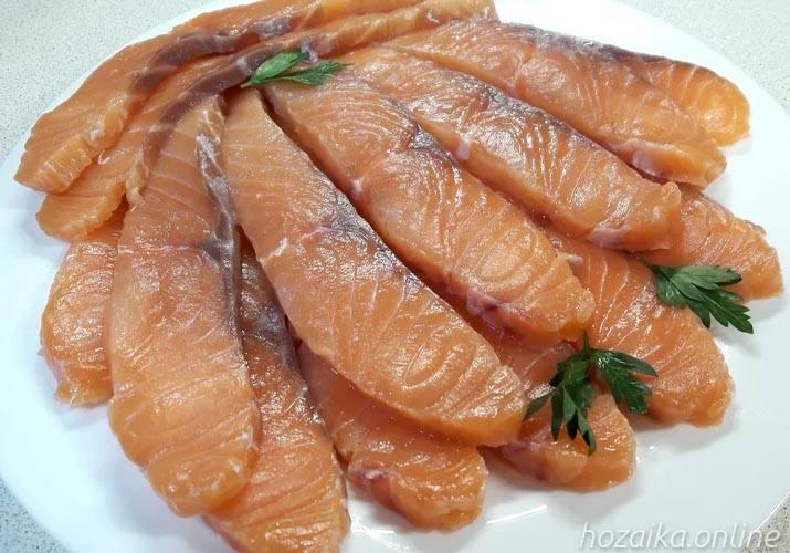 Как правильно солить и мариновать рыбу: сколько времени нужно для безопасной засолки и как долго красную и белую в домашних условиях?