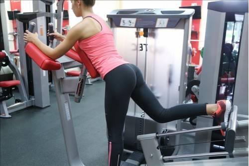 Упражнения для пресса и ягодиц девушкам, упражнения с фитболом для пресса, попы и бёдер