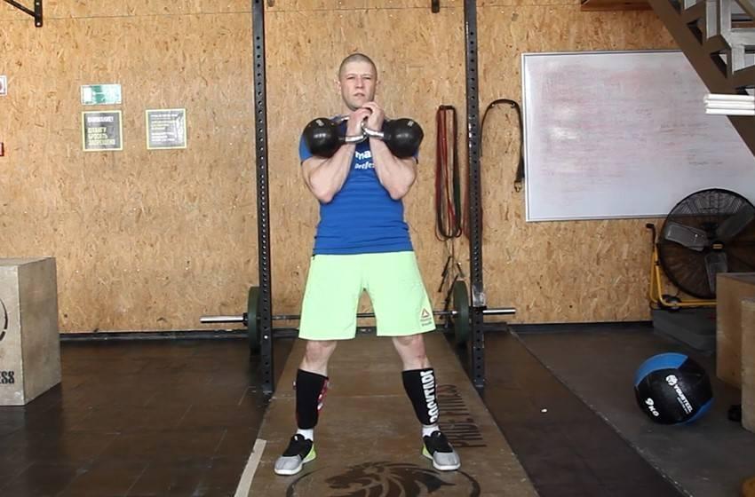 Жим гири одной рукой – мощная тренировка верха тела