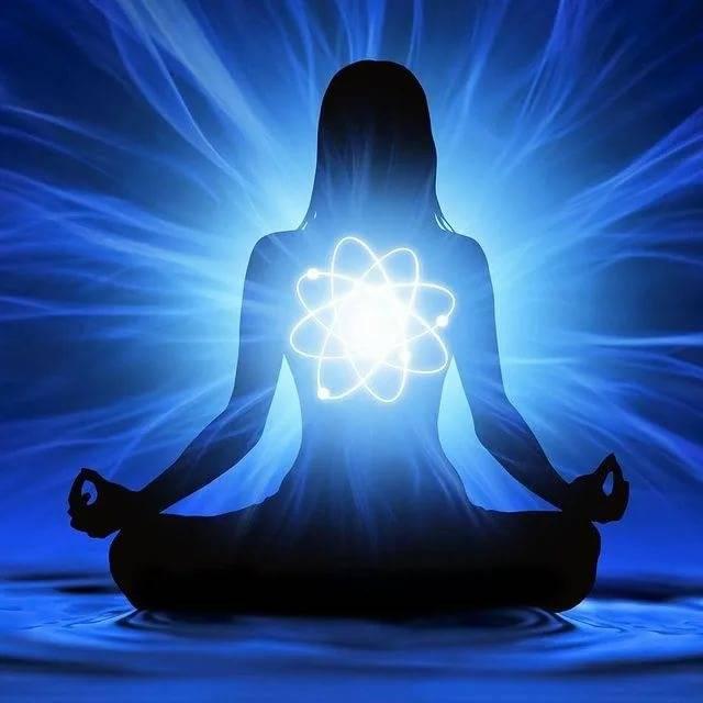 Здесь и сейчас: практикуйте медитацию осознанности и устанавливайте связь со вселенной