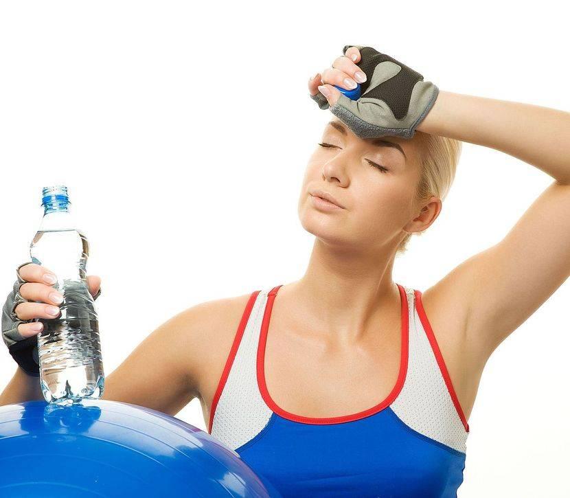 Можно ли пить воду во время тренировки для похудения и набора мышечной массы?