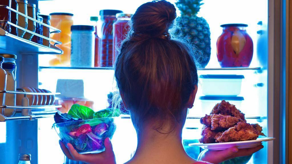 Что на ночь можно съесть, а что нельзя: список разрешенных продуктов