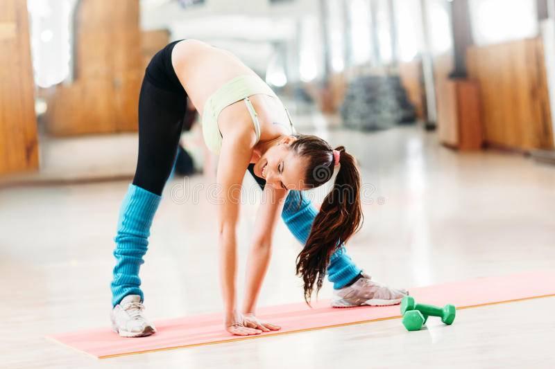 Растяжка перед тренировкой: нужно ли делать + 10 упражнений для девушек и мужчин