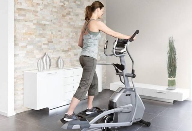 Что лучше: беговая дорожка или эллиптический тренажер | сравнение дорожек и эллипсоидов для похудения дома