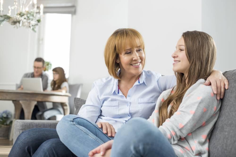 Молодая семья живет с родителями – как не испортить отношения при совместном проживании?
