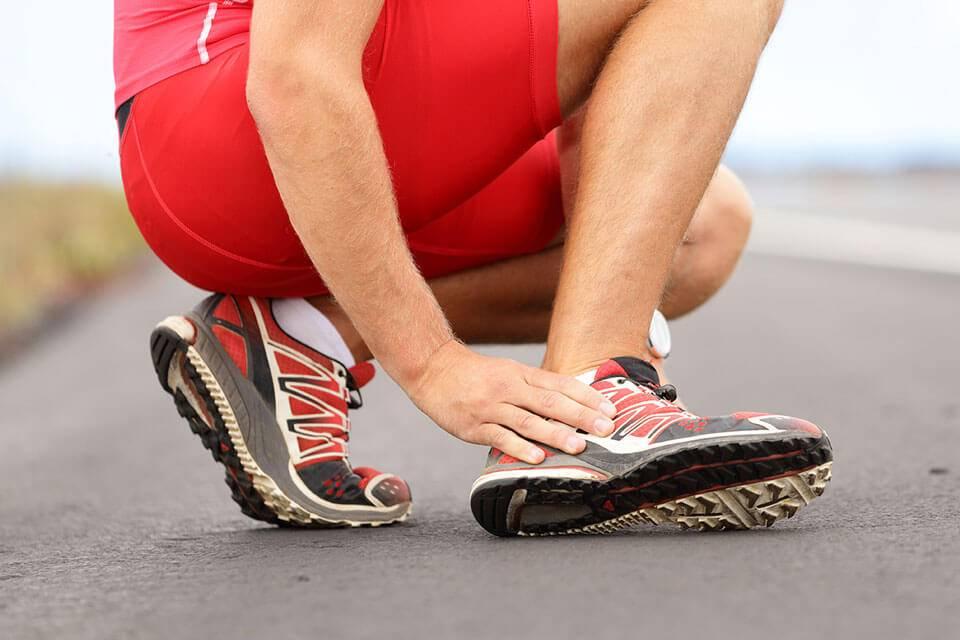 Какие травмы чаще всего получают люди при занятиях спортом и как их лечат?
