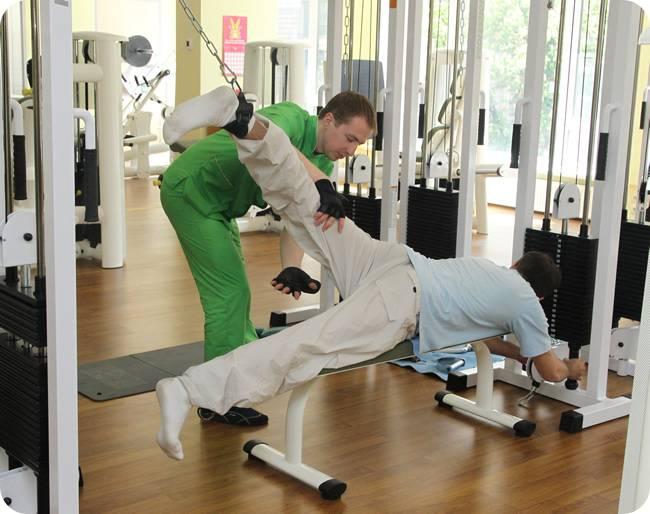 Травмы в тренажерном зале: причины, последствия, помощь   курсы и тренинги от лары серебрянской