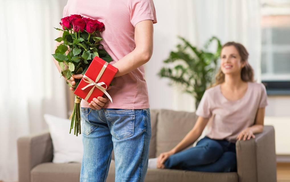 Что подарить девушке при первой встрече — топ 200 лучших подарков на первое свидание