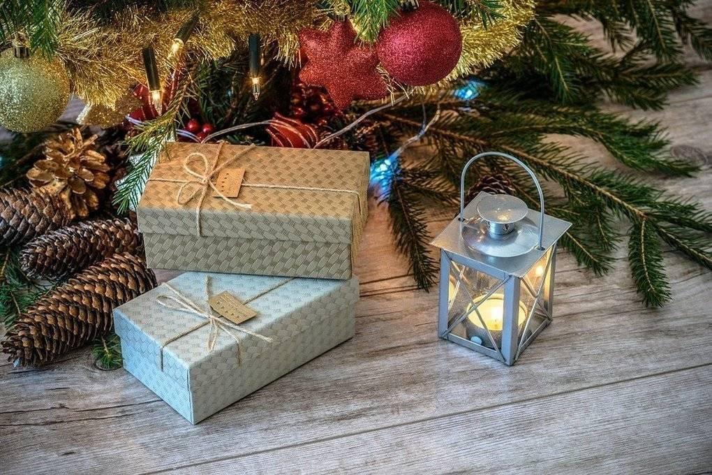 Что подарить маме на новый год 2021: идеи подарков