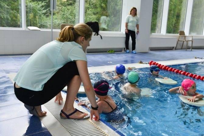 Как правильно посещать бассейн для того, чтобы укрепить все группы мышц