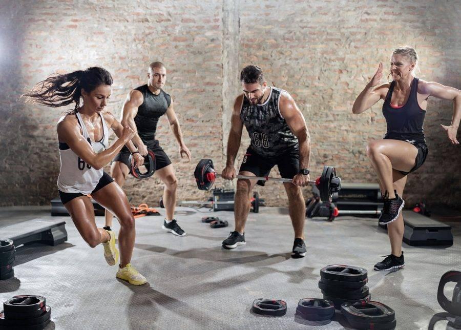Гид по кроссфиту для девушек – особенности тренировок и пример программы