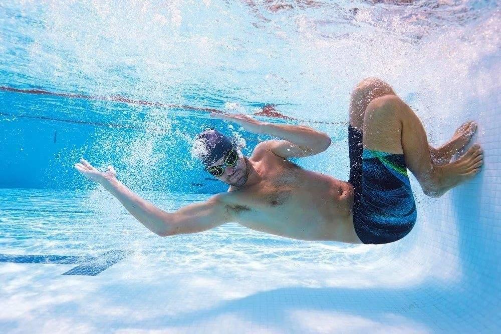 Почему ортопеды и ревматологи рекомендуют при артрозе плавать