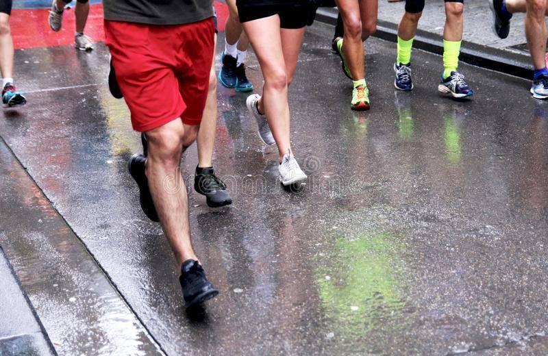 В чём бегать зимой: гайд по зимней одежде для бега