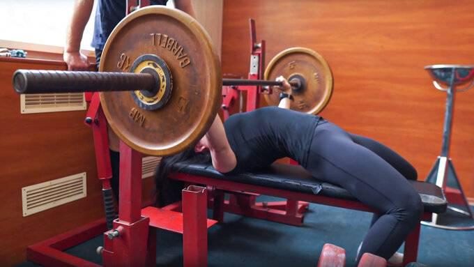 Как пожать 150 кг или все о технике выполнения жима лежа