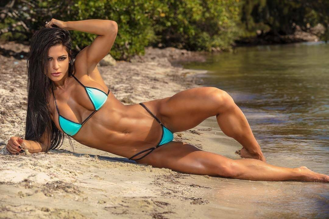 «ем больше, чем здоровый мужик». чего стоит идеальное тело фитнес-бикини?