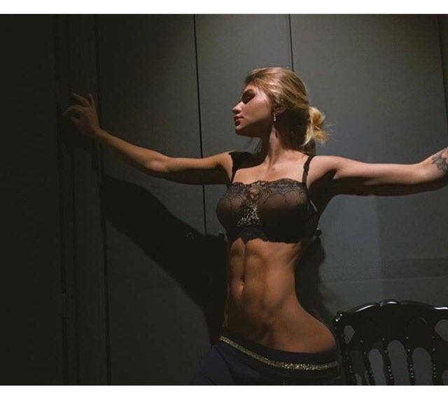 Честный фитнес блоггер о растянутой коже живота: фото без фотошопа