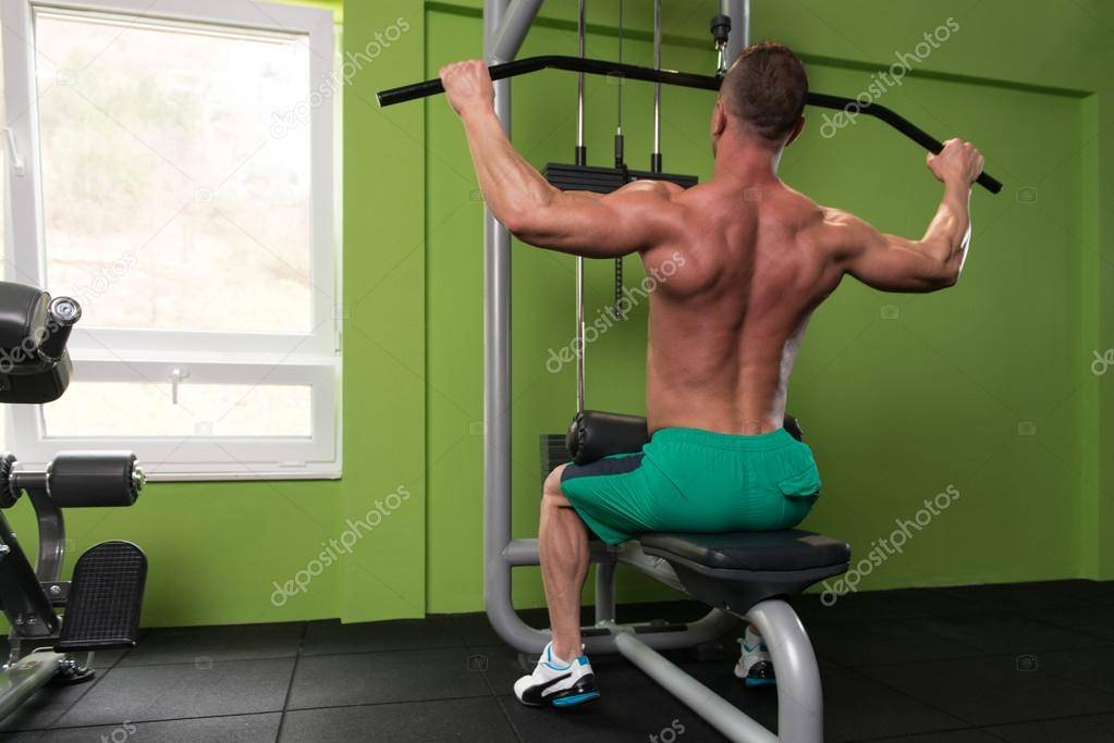 Тяга гантели одной рукой в наклоне: какие мышцы работают, техника в упоре на скамью и ногу