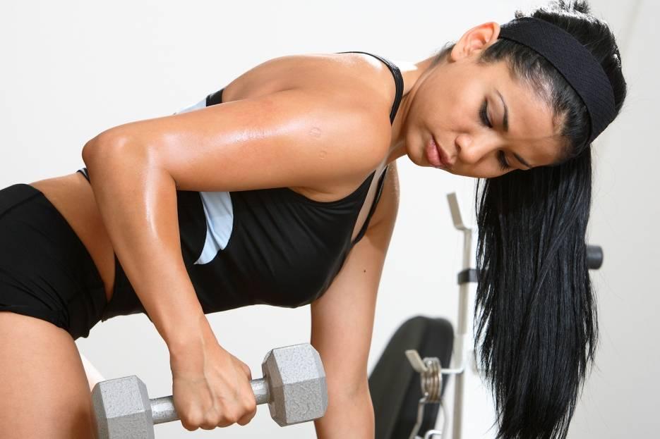 Силовые тренировки для похудения для женщин в домашних условиях: упражнения на сжигание жира дома