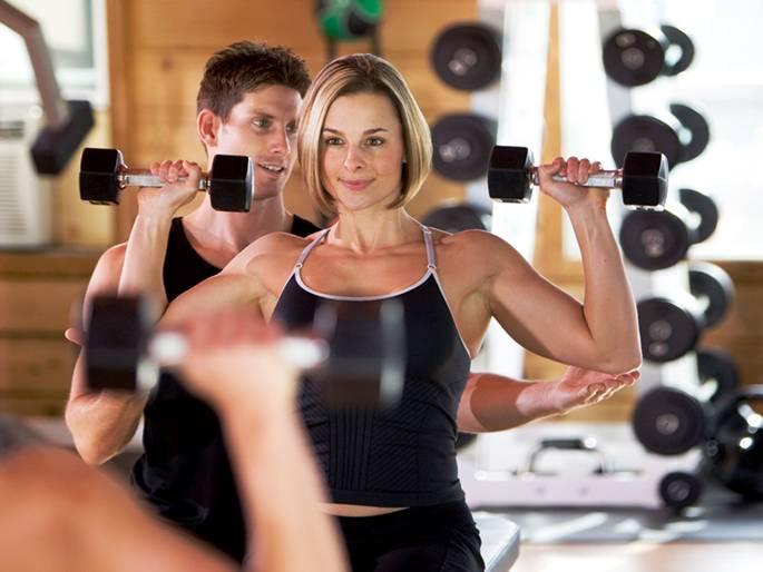 Утренняя зарядка для женщин 50+ за 15 минут — упражнения, фото