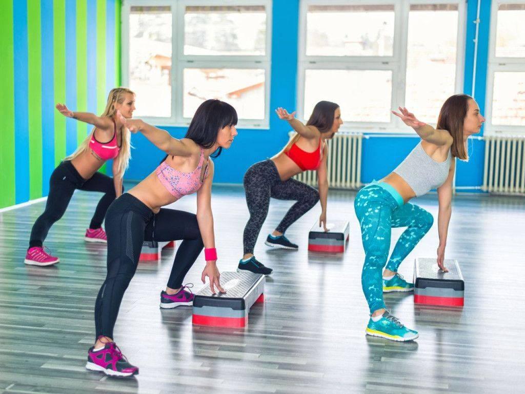 Степ-тренировка: суть методики, преимущества, основные виды и упражнения