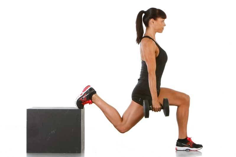 Приседания плие с гантелей: польза, задействованные мышцы и техника выполнения