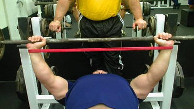 Как жать лежа 150 кг и больше. брутальный гид для альфа-самцов к 23 февраля