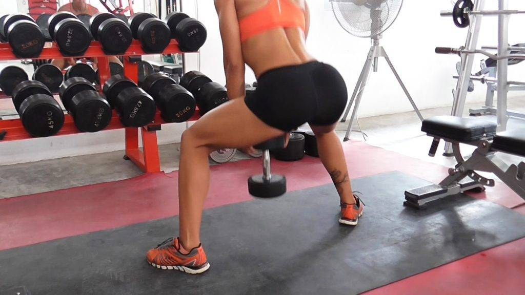 Как накачать попу без приседаний: лучшие упражнения в зале и дома