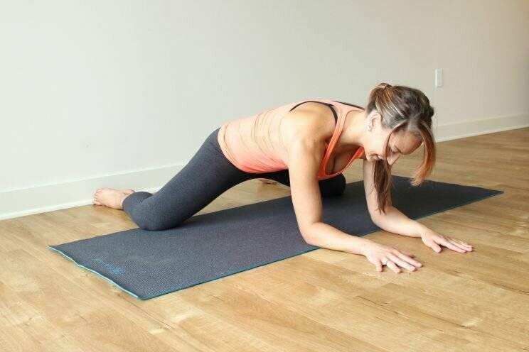 Упражнение лягушка для растяжки и пресса: техника выполнения