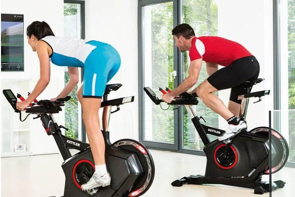 Как правильно заниматься на велотренажере: программа тренировок