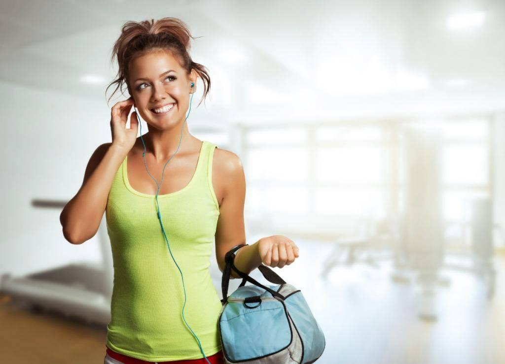 В чем ходить в тренажерный зал девушке: список 10 самых необходимых вещей