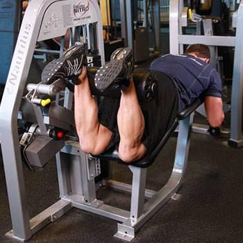 Упражнение сгибание ног с гантелью: техника выполнения от а до я!