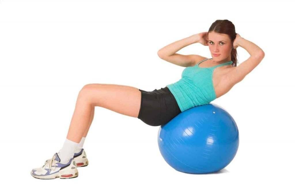 Упражнения на фитболе: комплекс в домашних условиях с гимнастическим мячом