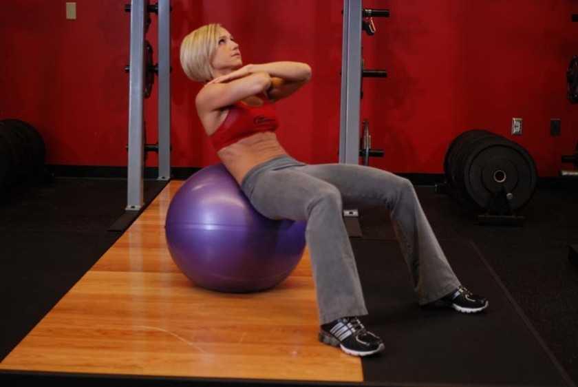 Упражнения на пресс на фитболе – sportfito — сайт о спорте и здоровом образе жизни