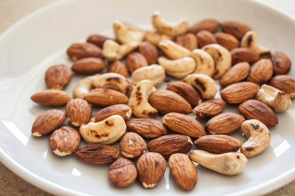 Кешью, фундук иминдаль: какие орехи вызывают рак, болезни почек ипечени