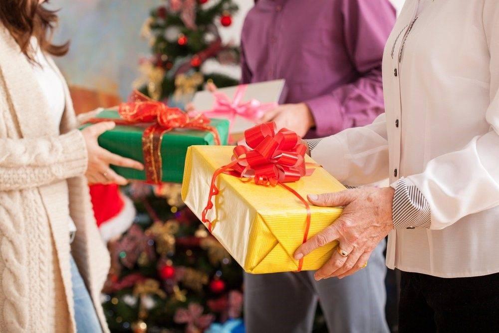 Нужно ли дарить подарки женщине?