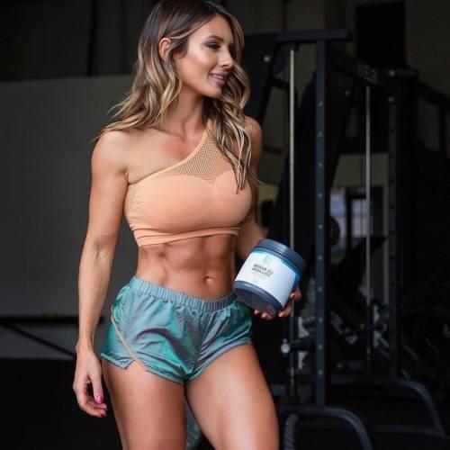 Пейдж Хэтэуэй — «стальная» фитнес-красотка