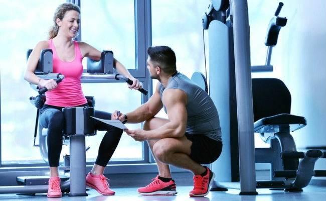 Как правильно заниматься в тренажерном зале, чтобы похудеть без тренера: лучшие упражнения, как составить программу