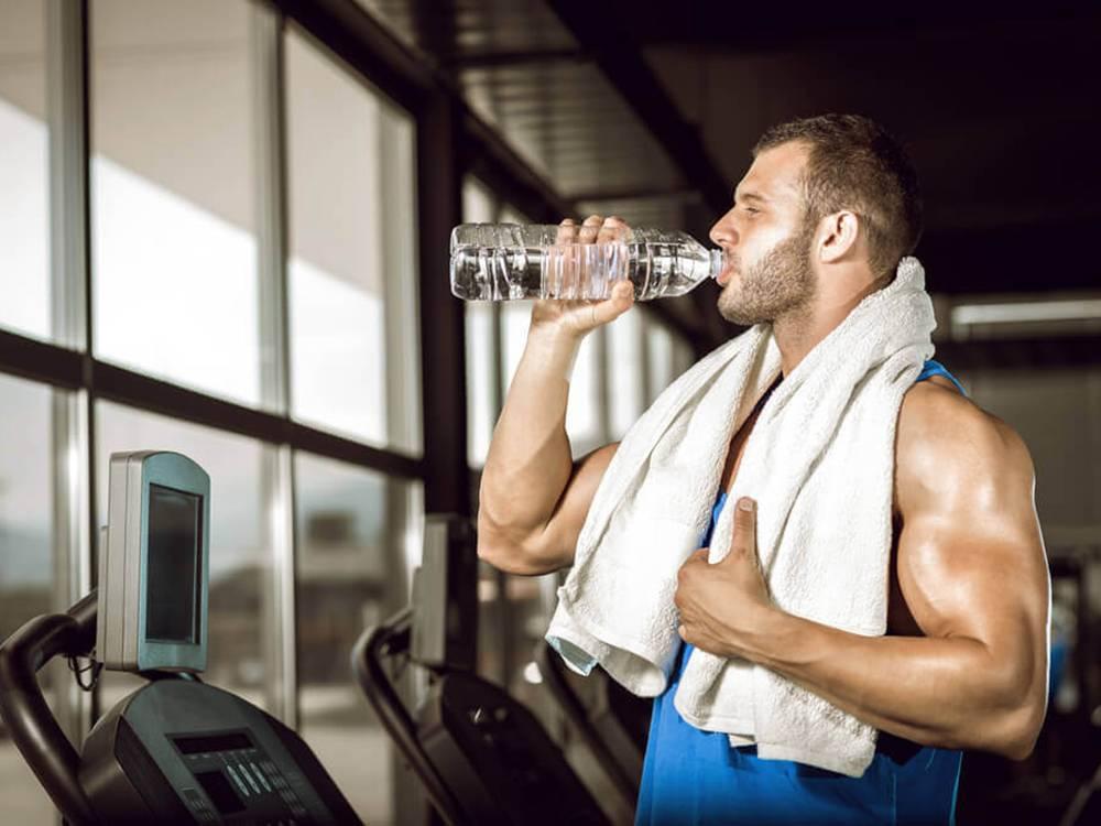 Можно ли пить воду после тренировки при похудении или наборе массы?