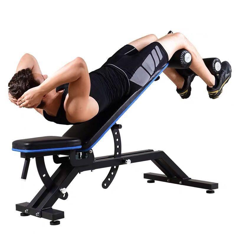 Скручивания на наклонной скамье для проработки пресса живота. правильная техника упражнения