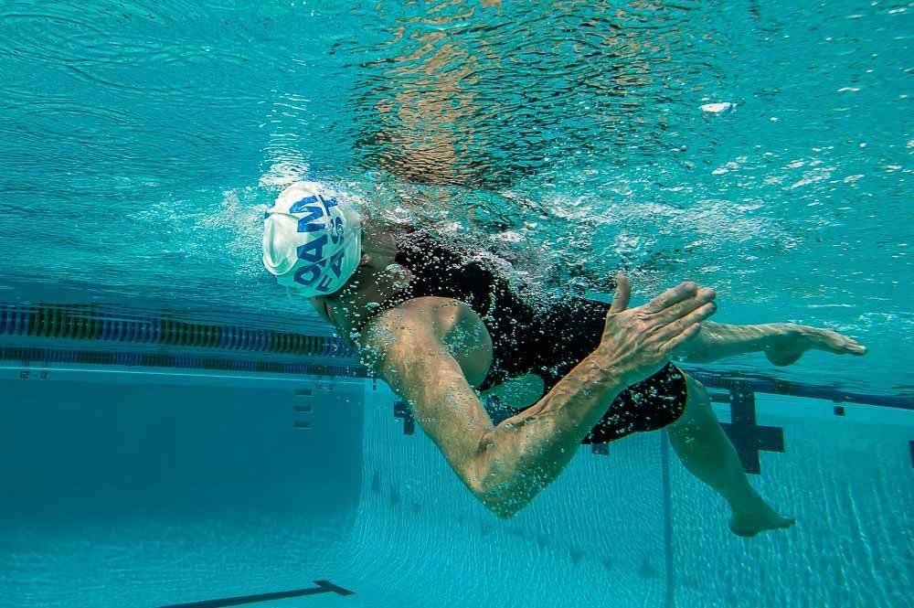 Тренировки в бассейне. программы для женщин и мужчин