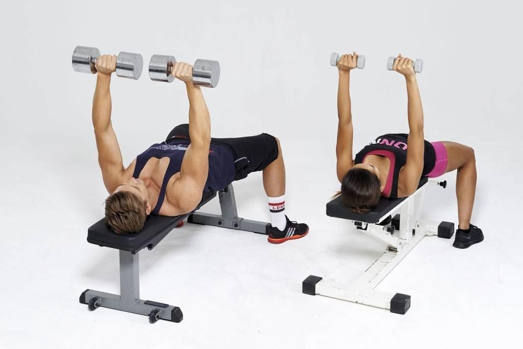 Жим гантелей лежа - техника выполнения упражнения и ошибки
