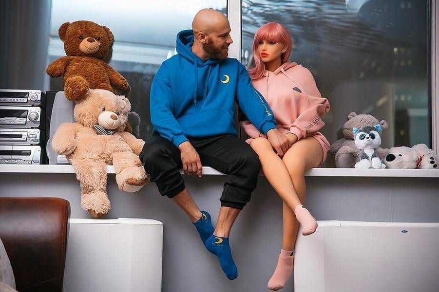 Сломалась секс-кукла, на которой женился бодибилдер из казахстана ► последние новости
