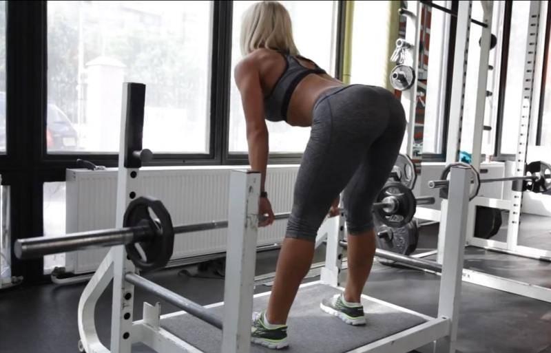 Тренировка бицепса бедра в зале и дома: лучшие упражнения