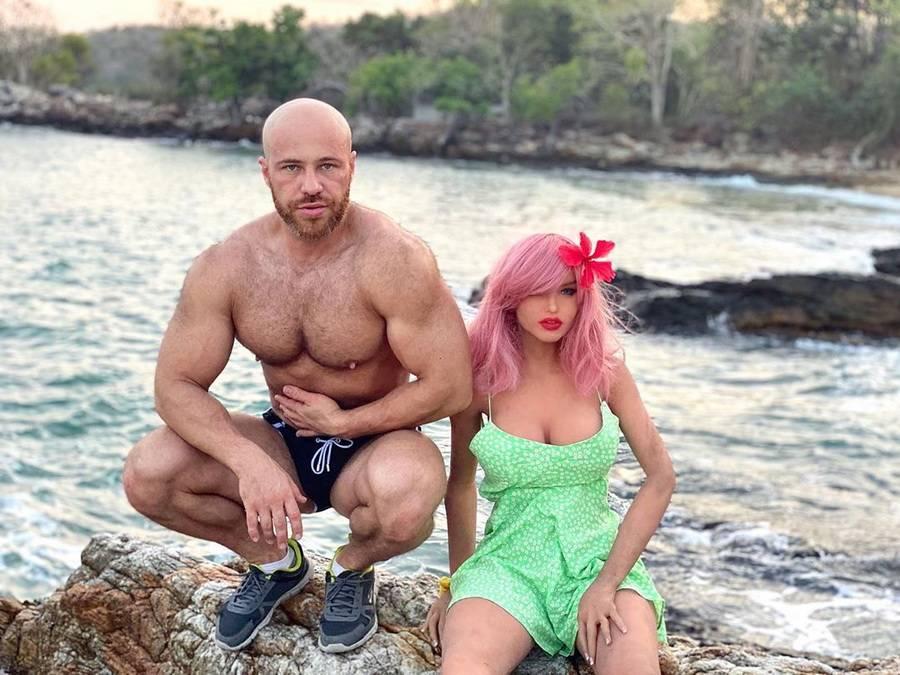 Бодибилдер из казахстана развелся с секс-куклой марго и показал новую жену ► последние новости