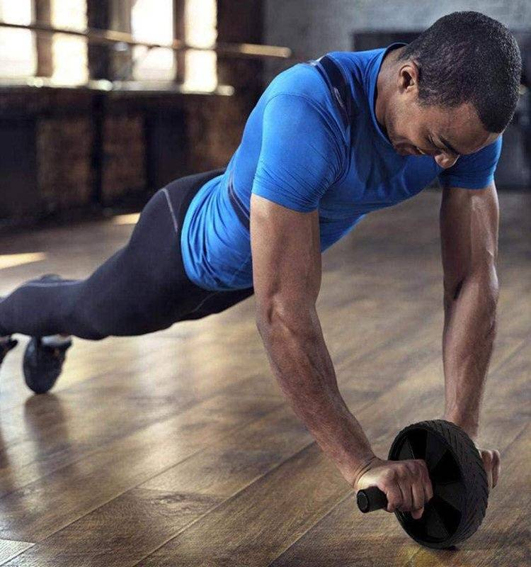 Упражнения с роликом для пресса для начинающих - комплекс тренировок для мужчин и женщин с видео