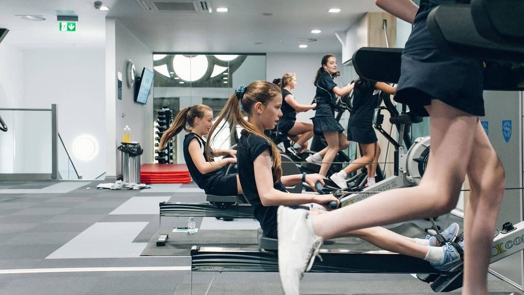 Программа тренировок и план питания для похудения мужчин