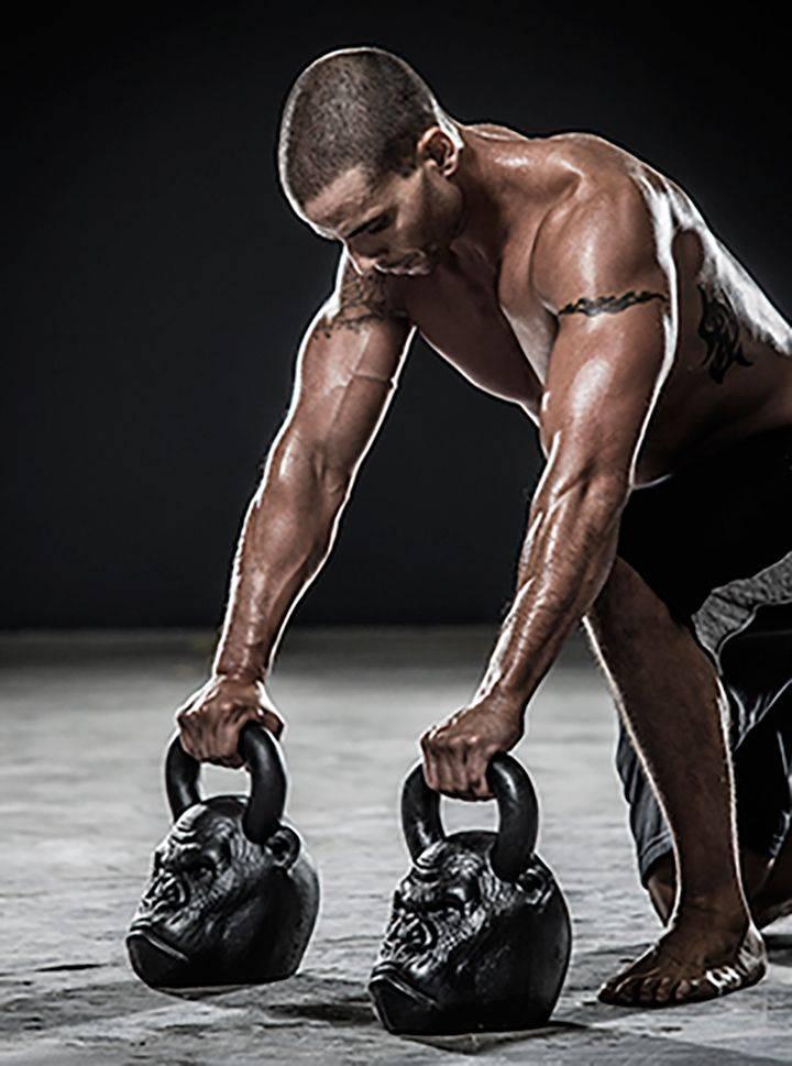Жим гири в приседе: техника выполнения упражнения и кроссфит комплексы