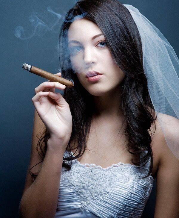 Унесённые дымом.  почему женщины курить стали чаще?